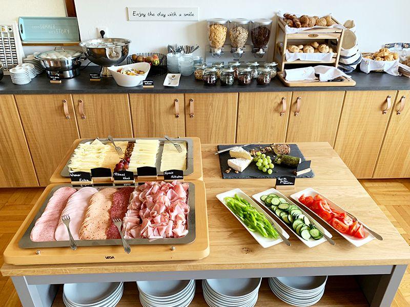 breakfast buffet hotel