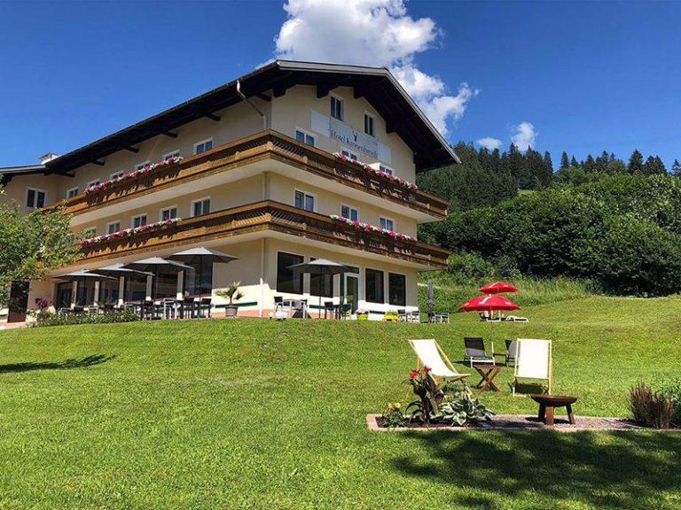 Hotel Kronenhirsch letní